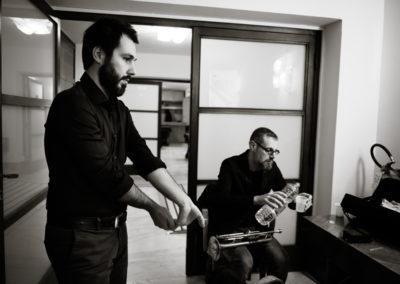 michele morari e fabrizio bosso nei camerini prima del concerto con blue moka alla sapienza di roma